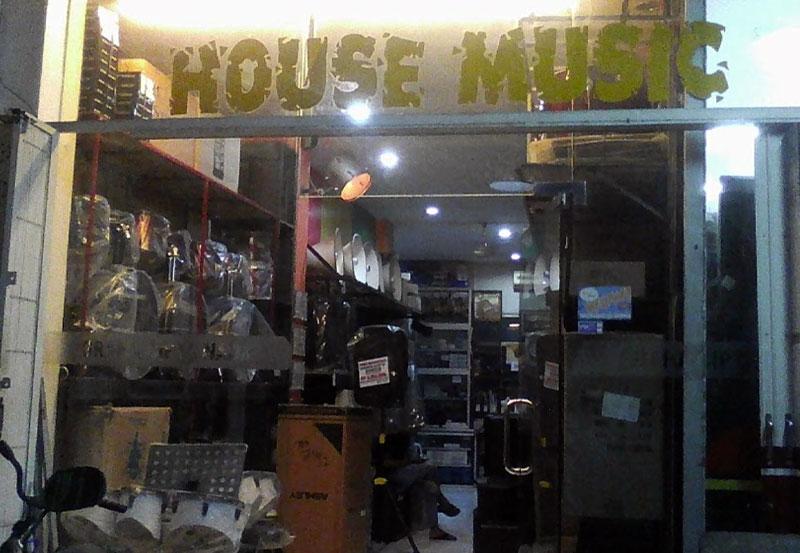 house-music-4295.jpg