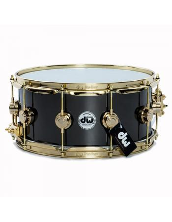 dw-black-nickel-over-brass-collectors-seriesr-snare-with-gold-hardware-65x14-drvb6514svg